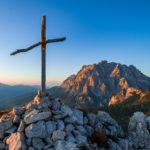 Sonnenuntergang am Gipfel in den Dolomiten